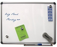 Tableau blanc magnétique 60 x 90cm. Comprend des marqueurs de tableau blanc, un effaceur de tableau blanc et des lingettes