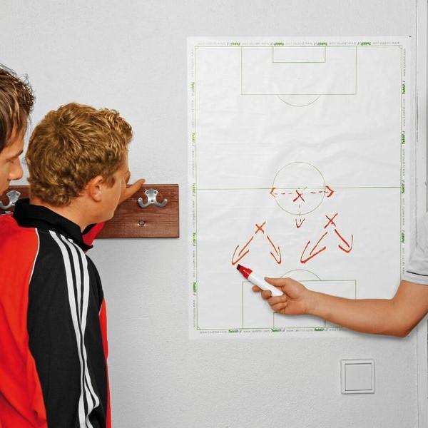 Tableau blanc sur les tactiques de football - Tableau blanc pour l'entraînement de football